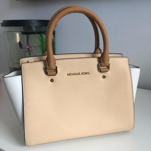 Michael Kors Handbags - Michael Khors Beige/Brown/White Handbag
